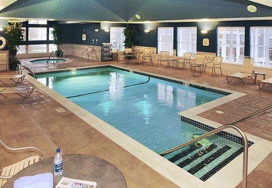 Middletown, RI: Indoor Pool