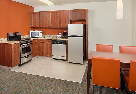 White Plains, NY: Larger One-Bedroom Suite - Kitchen