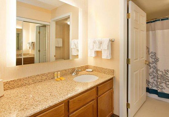 Stafford, TX: Guest Bathroom