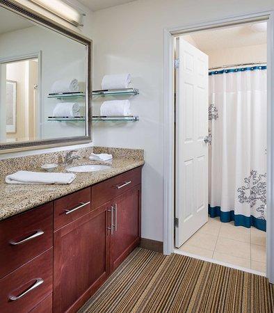 The Woodlands, TX: Suite Bathroom