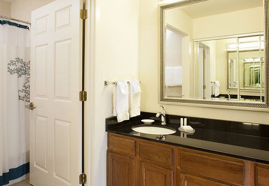 Residence Inn Asheville Biltmore: Suite Bathroom