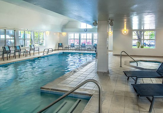 Lakewood, CO: Indoor Pool and Hot Tub
