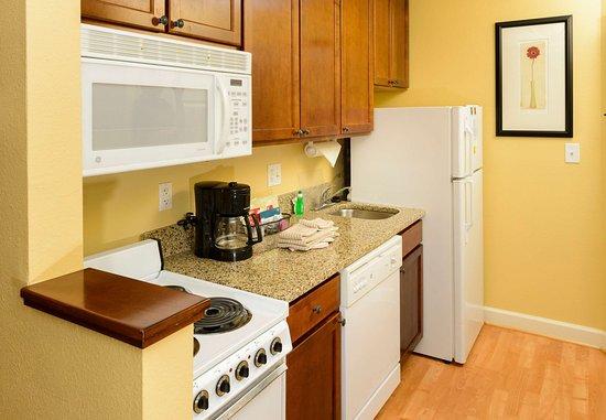 Bowie, MD: Suite Kitchen