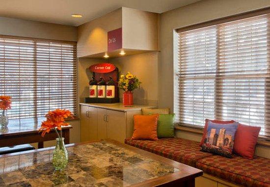Broomfield, CO: Lobby Lounge