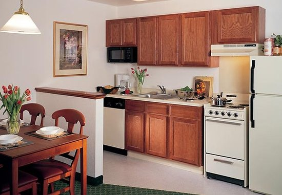 Sterling Heights, Μίσιγκαν: Suite Kitchen