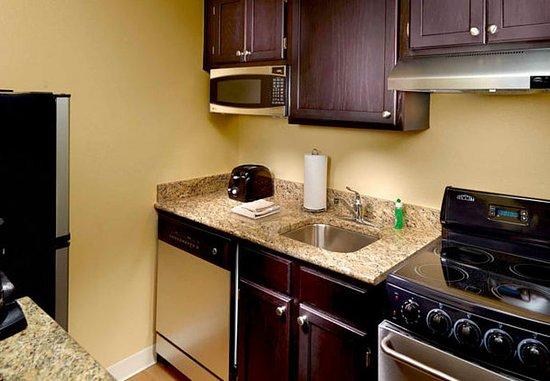 Norcross, GA: Suite Kitchen