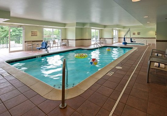Gahanna, OH: Indoor Pool & Whirlpool