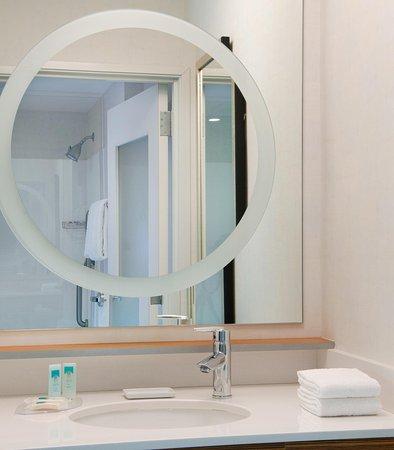 บริดจ์ตัน, มิสซูรี่: Guest Bathroom Vanity