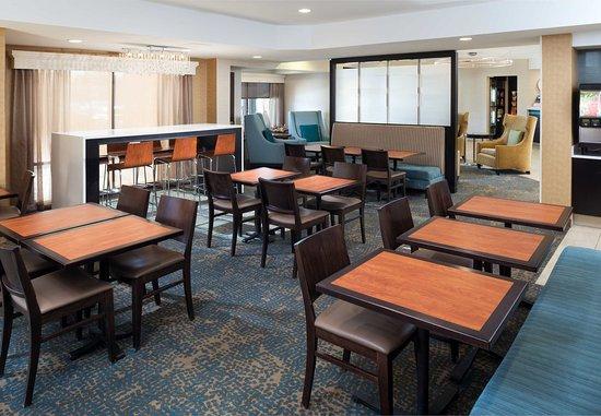 Saint Louis Park, MN: Dining Area