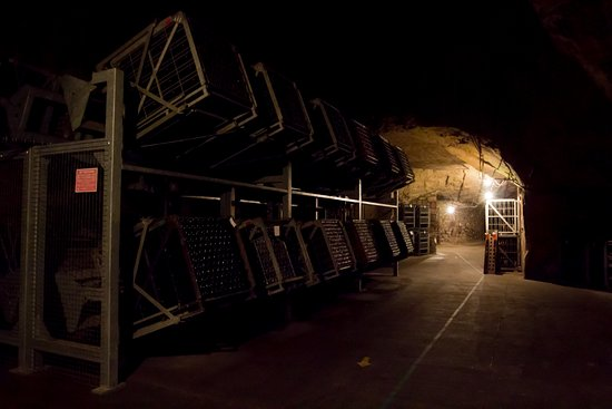 Langlois-Chateau : Caves - turning racks