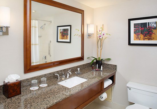 Pleasanton, CA: Guest Bathroom