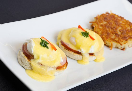 Pleasanton, Califórnia: Market Café & Bar - Eggs Benedict