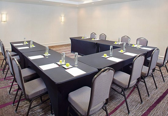 Pleasanton, CA: Alameda Meeting Room – U-Shape Setup