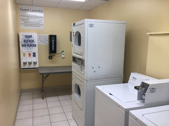 Carle Place, État de New York : Our guest laundry provides added convenience during your stay.