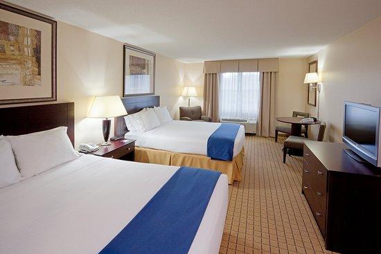 Rochester, NH : Queen Bed Guest Room