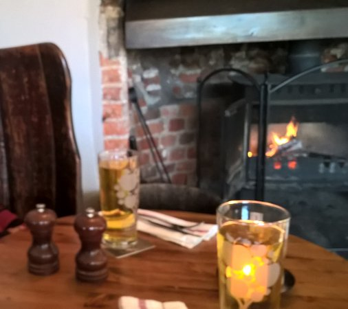 Aldermaston, UK: Warm fire and a pint.