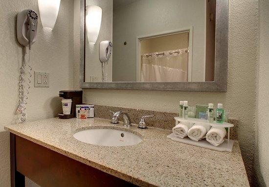 Hannibal, MO: Guest Bathroom