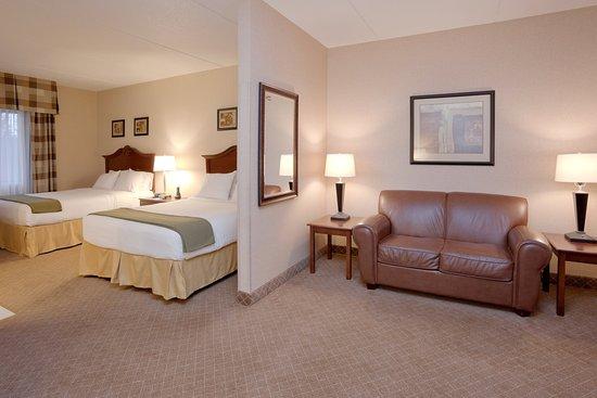 Mentor, OH: Queen Standard Suite