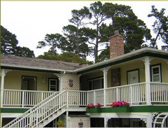 Carmel Inn & Suites: Exterior View