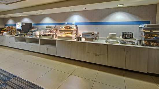 Holiday Inn Express Murfreesboro Central: Breakfast Bar
