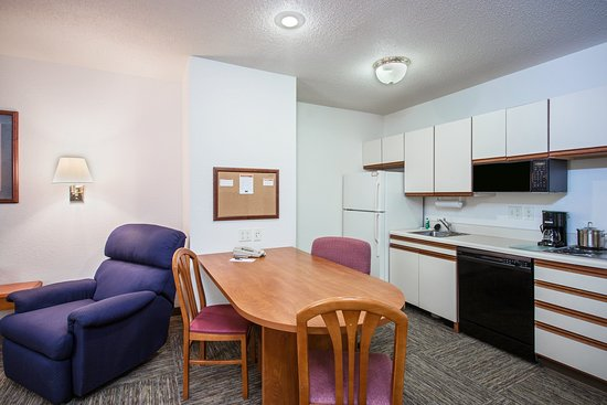 Candlewood Suites Appleton: Suite