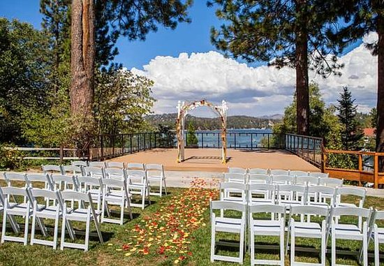 Lake Arrowhead, CA: Lakeside Wedding Ceremony