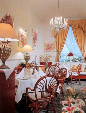 Louren Hotel: Restaurant