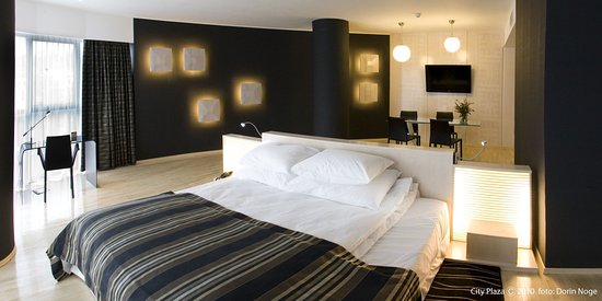 City Plaza Hotel: Oval Suite