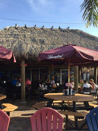Matlacha, FL: Eat dinner under the tiki bar