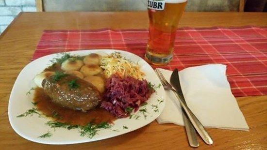 Bytom, Poland: Rolada śląska z kluskami i modrą kapustą