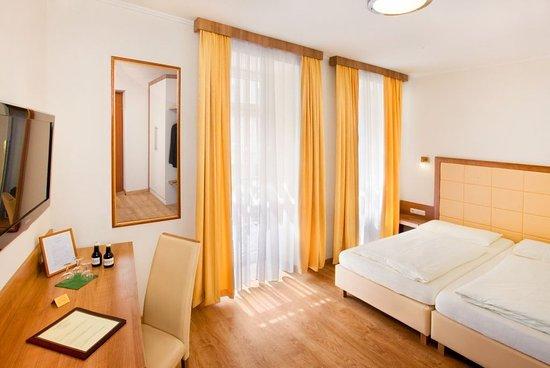 Goldenes Theater Hotel