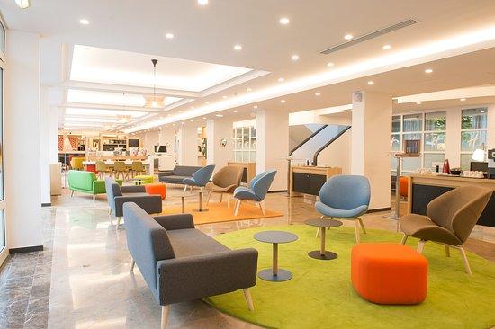 Bougival, France: Hotel Lobby
