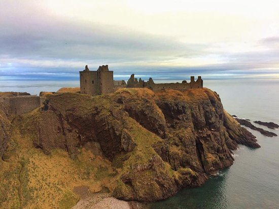 Stonehaven, UK: Castle view for another cliff