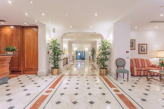 Hotel Luce: hall