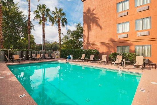 Red Roof PLUS+ Phoenix West: Pool