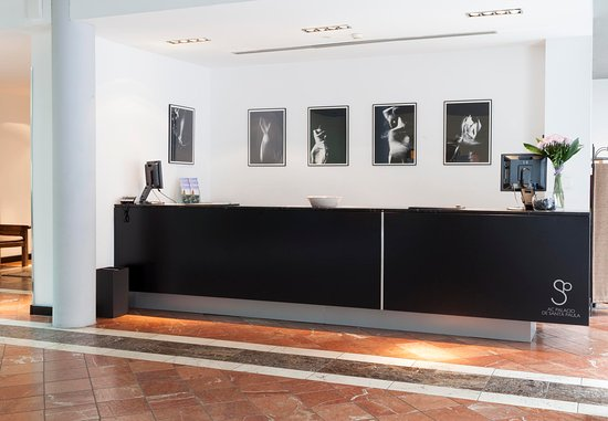 ‪‪AC Palacio De Santa Paula, Autograph Collection‬: Reception Desk‬