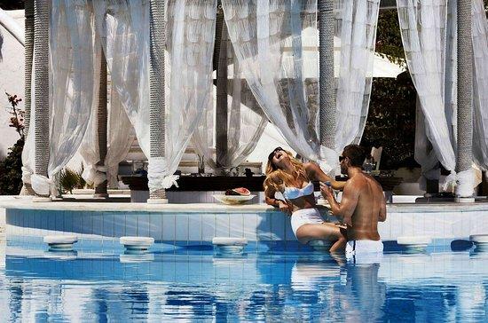 Ornos, Grecia: Swim up bar