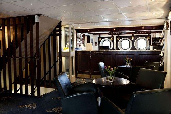 Malardrottningen Yacht Hotel and Restaurant: Lobby / Reception