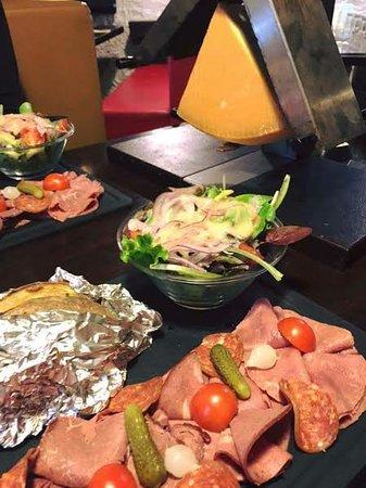 Stains, Prancis: Raclette Charcutière: plateau de charcuteries de boeuf sélectionnées par le Chef