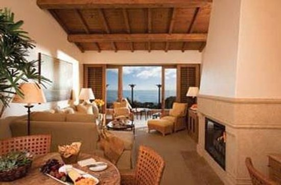 The Resort at Pelican Hill: Living Area Guest Room