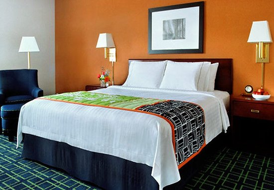 Amesbury, MA: King Guest Room