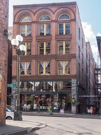 BEST WESTERN PLUS Pioneer Square Hotel: Down the block. An idea of the neighborhood.