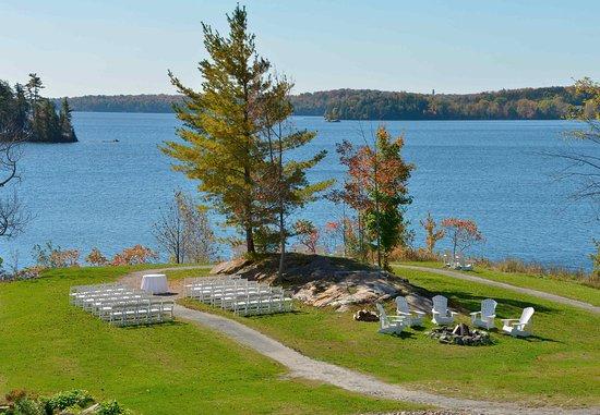 Minett, Canada: Fish Rock Wedding Ceremony