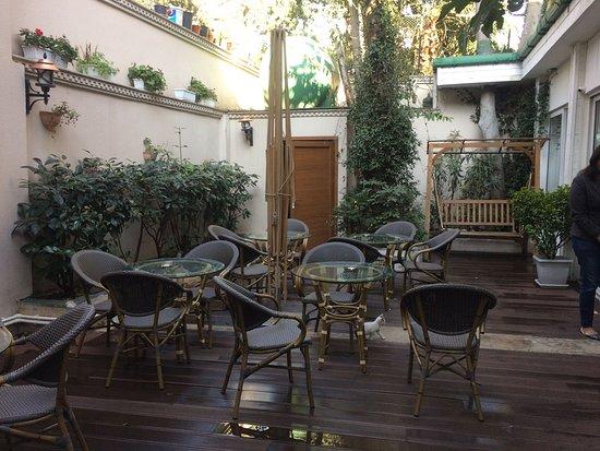 Hotel Kupeli Palace: Open Seating Area