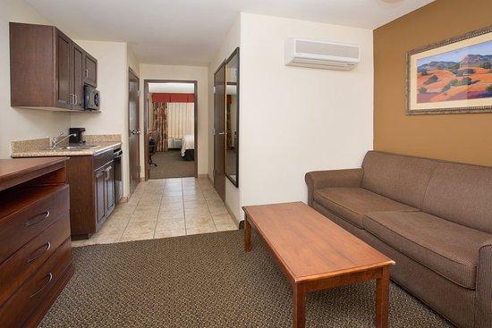 Trinidad, Colorado: ADA/Handicapped accessible Queen Suite