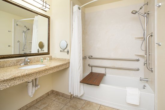 Holiday Inn Hotel & Suites Trinidad: ADA/Handicapped accessible Guest Bathroom with mobility tub