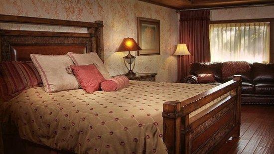 Shell Knob, MO: Luxury King Room