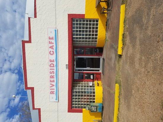 La Grange, TX: Riverside Cafe