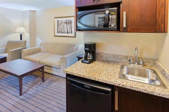 Courtenay, Canadá: King Executive Suite kitchenette
