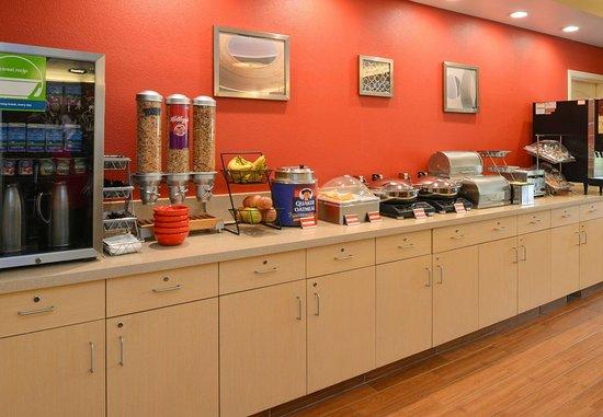 Roseville, Californie : Breakfast Bar